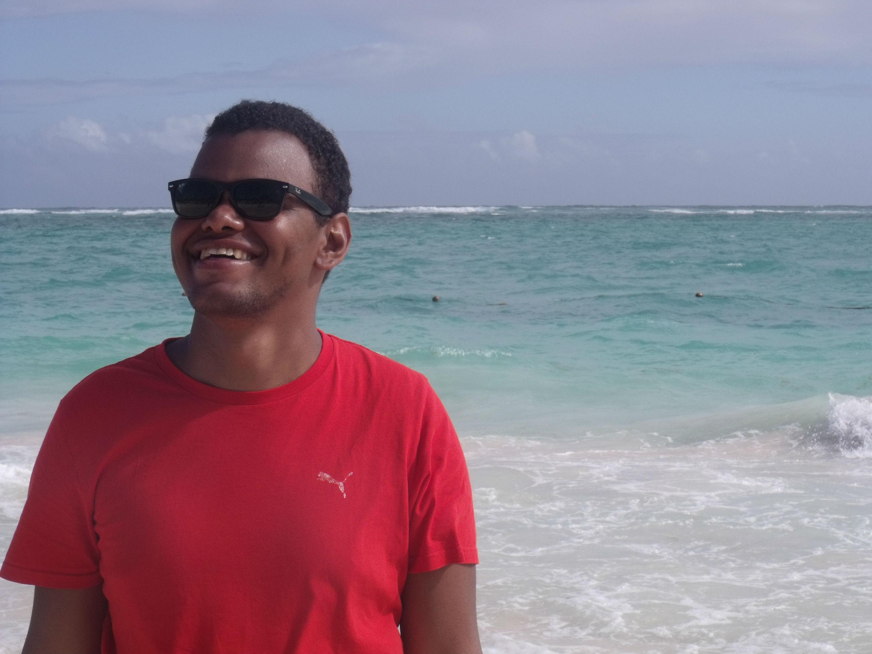 Arturo Paniagua disfrutando de las playas de República Dominicana. Foto: Carla Varona