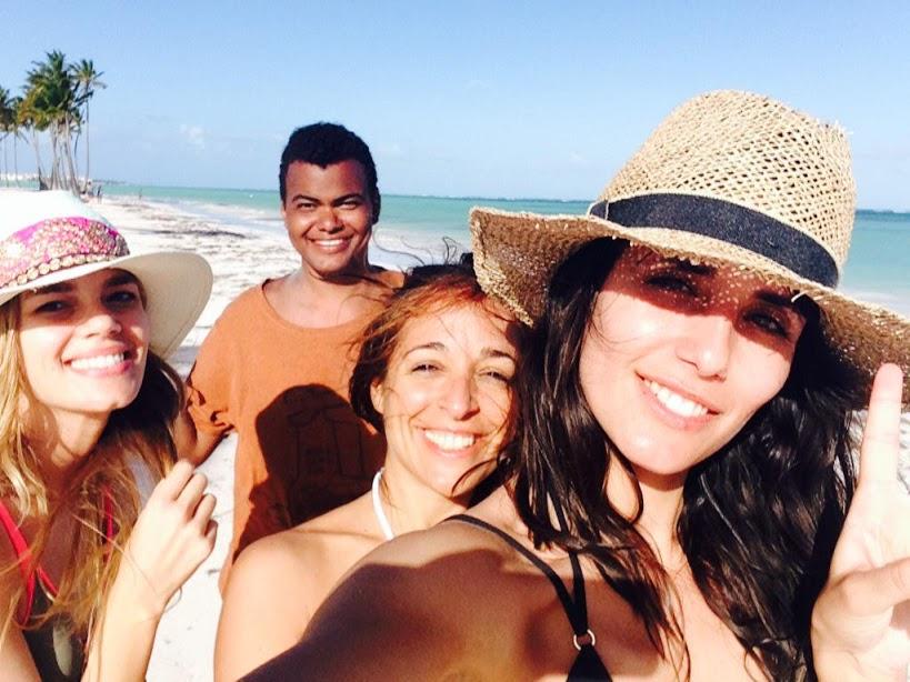 En Playa Juanillo con Mirian Pérez, Carla Varona y Ana Albadalejo. Foto: Ana Albadalejo