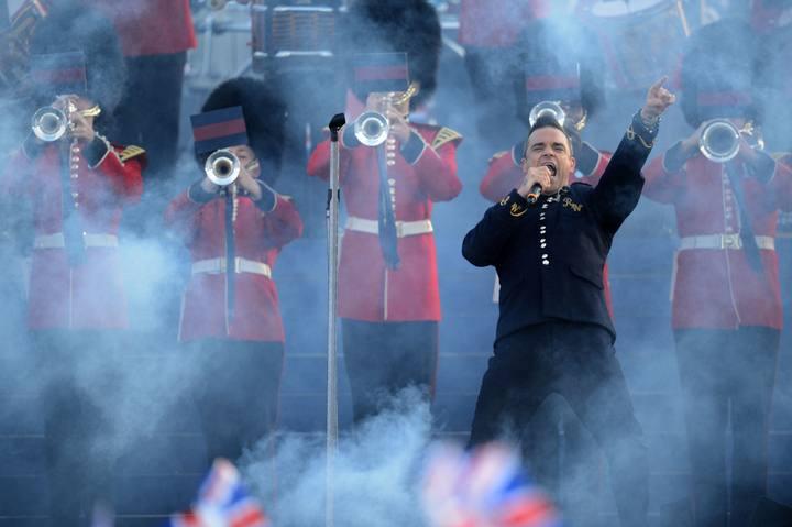 Comentarista del concierto por el Jubileo de Diamantes de la Reina Isabel II